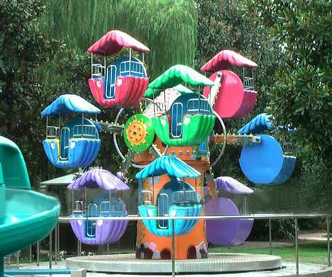 A kiddie mini ferris wheel ride with 2 side
