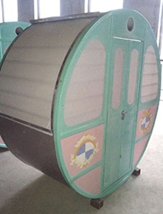 ferri-wheel-cabin-from-beston